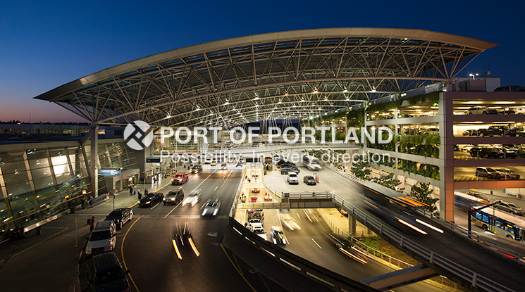A picturesque canopy over the airport's terminal roadway shelters travelers from the elements. PDX offers a variety of parking options for long-term, short-term and economy needs, and an automated guidance system that makes it easier for travelers to find a garage parking space. The airport also offers Gold Key Valet parking service, Quick Pay automated parking payment, and electrical vehicle charging stations.
