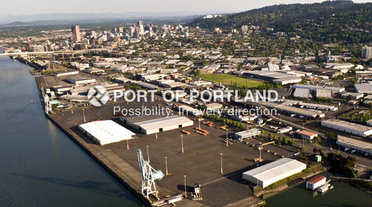 Located on the Willamette River, Terminal 2 has available space for breakbulk, bulk and other project cargoes, and is home to a U.S. Army Corps of Engineers base for two hopper dredges.