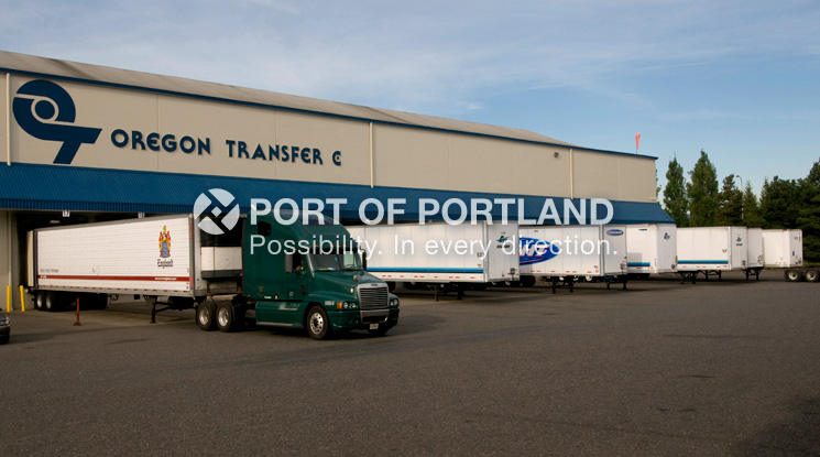 Swan Island Industrial Park and Port Center includes 430 acres located 4.5 miles downriver from downtown Portland. Businesses benefit from the close proximity to Interstate 5 and service from Union Pacific Railroad.